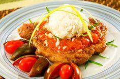 Karkówka w sosie pomidorowym z ryżem Pork Roast, Salmon Burgers, Ethnic Recipes, Food, Salmon Patties, Eten, Meals, Baked Ham, Diet