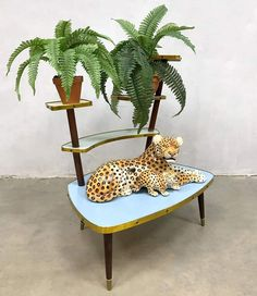 Vintage retro fifties plant stand | #100945 Interior And Exterior, Storage Spaces, Retro Vintage, Sweet Home, Wallpaper, Plant Stands, Ding Dong, Modern, Apartment Ideas
