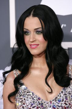 Katy Perrys gorgeous, wavy hairstyle