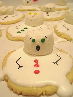 Perfect Christmas time cookies for our hot Christmas. Baking and Mistaking: Melting Snowman Cookies Noel Christmas, Christmas Goodies, Christmas Desserts, Christmas Treats, Christmas Baking, Holiday Treats, Holiday Fun, Holiday Recipes, Funny Christmas