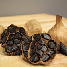 Do you want to know the benefits of black garlic? Black garlic benefits in more than 150 diseases and eliminates the bodies that resist antibiotics. Dinner Recipes For Kids, Healthy Dinner Recipes, Kids Meals, What Is Black Garlic, Garlic Benefits, Garlic Bulb, Garlic Recipes, Roasted Garlic, Fresh Garlic