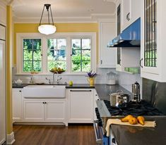 1900′s Seattle home needed a kitchen remodel and was lacking a master bathroom. We remodeled the kitchen, main floor powder room, added a dormer to house the new master bathroom and finished the basement.