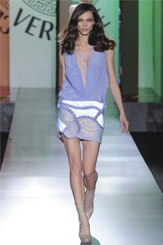 Sfilata Atelier Versace Paris - Alta Moda Autunno-Inverno 2012-13 - Vogue