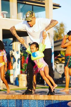 Royalty's Birthday Party: Pics Of Chris Brown's Daughter's BDay – Hollywood Life Chris Brown Outfits, Chris Brown Style, Breezy Chris Brown, Trey Songz, Daddy Daughter, Daughter Birthday, Daughters, Big Sean, Ryan Gosling