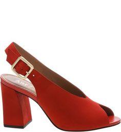 Sandálias, sapatilhas, botas, bolsas e muito mais na Arezzo