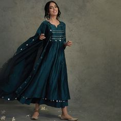 Pakistani Dresses Casual, Indian Gowns Dresses, Indian Fashion Dresses, Pakistani Dress Design, Indian Designer Outfits, Stylish Dresses For Girls, Stylish Dress Designs, Designs For Dresses, Designer Party Wear Dresses