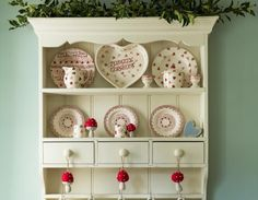 Lavender Cottage in 25 Beautiful Homes. You may remember me telling you about a photo shoot I did last year at Lavender Cottage? Country Cottage Interiors, Cottage Style, 25 Beautiful Homes, Muebles Shabby Chic, Lavender Cottage, Welsh Dresser, Cottage Living Rooms, House And Home Magazine, Teds Woodworking