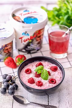 Vadelmainen tuorepuuro – Hellapoliisi Acai Bowl, Meal Prep, Cereal, Raspberry, Oatmeal, Pudding, Snacks, Meals, Fruit