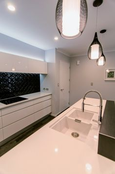 Sink Taps, Sinks, White Bench, Minimalist Kitchen, Kitchenware, Kitchen Design, Bathtub, Kitchens, House