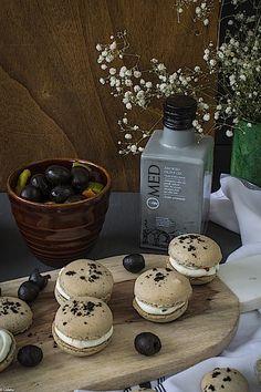 Macarons de aceitunas negras 4 Vol Au Vent, Tapas, Macarons, Vase, Home Decor, Cream Cheeses, Almonds, Appetizers, Deserts