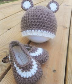 Crochet Newborn Hat and Booties gift by BabyBellesCrochet on Etsy
