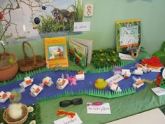 "Verteltafel ""Vertel 't maar"" Toddler Themes, Toddler Fun, Frog Theme, Pond Life, Class Decoration, Spring Theme, School Themes, Dramatic Play, Reading Room"