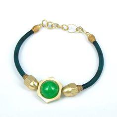 bracelet tressé avec calcédoïne vert/support  hexagone en laiton /longeur  ajustable/fils métallique/finition roulé/fait à la main de la boutique Rizdarlin sur Etsy