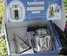 SANSONE CONFEZIONE REGALO CONTENITORE INOX. LT. 3 PIU OLIERA LUX https://www.chiaradecaria.it/it/articoli-acciaio-inox/15806-sansone-confezione-regalo-contenitore-inox-lt-3-piu-oliera-lux-8015789523666.html