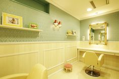 Beauty salon interior design ideas | + hair + space + decor + Tokyo + Japan | Follow us on https://www.facebook.com/TracksGroup <<<【Lond VIPルーム】アンティーク 美容室 内装