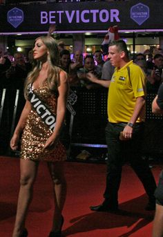 Dave Chisnall walks on to take on MvG in the quarter finals accompanied by Daniella Allfree