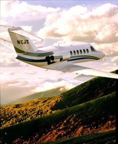 #charterajet  Cessna Citation CJ2  If the Cessna CJ1 had a big sister, it would be the Cessna Citation CJ2/Citationjet 525A charter jet. This aircraft's twin Williams FJ44-3a-24 power plant gives the Citation CJ2 the added boost it needs to climb up to 45,000 feet at a rate of 4,120 feet per minute. The Citation CJ2 boasts a maximum cruise speed of 418 knots along with a range of 1613 nm. Seating: 7/8