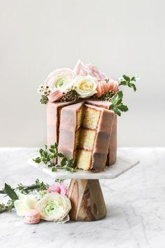 … vanilla cake with strawberry swiss meringue buttercream … … Vanillekuchen mit Erdbeer-Baiser-Buttercreme … Pretty Cakes, Beautiful Cakes, Vanilla Butter Cake Recipe, Butter Cakes, Vanilla Buttercream, Strawberry Vanilla Cake, Cupcake Cakes, Cupcakes, Cake Recipes