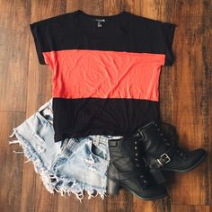 Color Block Tee Perfect to pair with ripped skinnies and booties 🌞 Forever 21 Tops Blouses