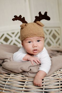 i want a small child to buy this for! Crotchet, Knit Crochet, Crochet Ideas, Crochet Projects, Moose Nursery, Reindeer Hat, Crochet Baby Hats, Crochet Christmas, Baby Baby
