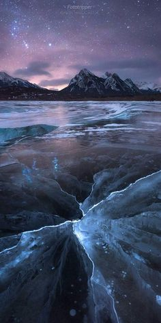 Abraham Lake Photography Tips - Ice Bubbles and Cracks - Fototripper 4k Photography, Landscape Photography, Beautiful World, Beautiful Places, Free Hd Wallpapers, Science And Nature, Nature Pictures, Pretty Pictures, Ice Pictures