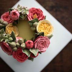 여러부우운- 여자친구 생일 선물은 이렇게 하는 겁니다-  이 사랑스러운 케이크를 만들면서 가끔은 나를 위한 플라워케이크를 작업해야 겠다고 생각했다 #왜냐하면선물해주는사람이없:,.., #플라워케이크