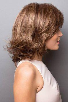 Retro-like layers create femininity and infinite style versatility. Asymmetrical Bob Haircuts, Stacked Bob Hairstyles, Bob Hairstyles For Fine Hair, Medium Bob Hairstyles, Shaggy Hairstyles, Hairstyles Videos, Formal Hairstyles, Hairdos, Bobs For Thin Hair