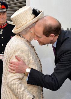 Queen Elizabeth II Photos - Queen Elizabeth II Visit the Royal Commonwealth Society - Zimbio