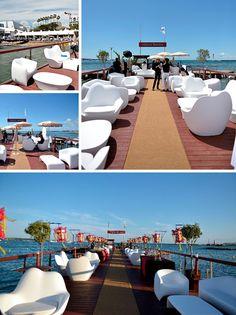 La Croisette, le Festival du film, Cannes et son Hôtel Majestic Barrière. Sur la jetée, en extérieur, ensemble Mobilier de Jardin de Vondom. Un espace Lounge avec vue sur la mer Méditerranée! #hotel #design #vondom #barazzi