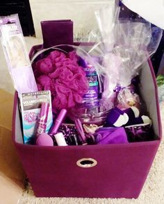 purple gift basket - Like using the tote! Gag Gifts, Craft Gifts, Cute Gifts, Christmas Baskets, Diy Christmas Gifts, Santa Gifts, Diy Gift Baskets, Basket Gift, Spa Basket