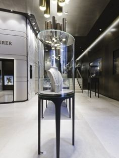 Island Display Showcase of Bucherer-store-by-Blocher-Blocher-St-Moritz Design Shop, Shop Interior Design, Retail Design, Jewellery Shop Design, Jewellery Display, Wall Display Case, St Moritz, Jewelry Showcases, Retail Interior