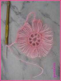 "Yaseminlerim: """"Pembe Sal,In Birlestirme - DIY & Crafts Diy Crochet Flowers, Yarn Flowers, Crochet Flower Tutorial, Crochet Leaves, Crochet Stitches Free, Crochet Motif, Crochet Designs, Crochet Patterns, Poncho Crochet"