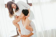 What to Wear for Engagement Photos At Home? Guide to Looking Comfy yet Stylish!