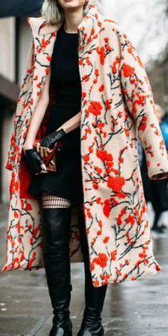 Look Fashion, High Fashion, Fashion Outfits, Womens Fashion, Fashion Design, Fashion Coat, Crazy Fashion, New Fashion Trends, Fashion Hacks