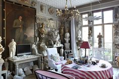 I've admiredthe magical London home of plaster artist Peter Hone countless times over the years, and it's about time I shared it with you! Brimming with antiques, architectural fragmen…