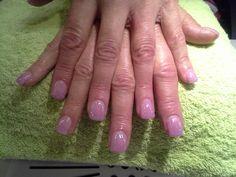 Pidennystä ja vahvistusta akryylillä. Very short nails. Lengthen and strengthen with acryl.