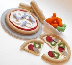 A super cute felt food pizza party! #cute #sewing #felt #food #kawaii #DIY #crafts #pizza