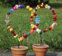 http://agnesingersen.dk/blog/perlekranse. Kinderbastelideen Perlen. kids crafts beads