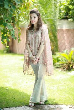 Latest Pakistani Dresses With Bell Bottom Trousers 2019 Latest Bridal Lehenga, Latest Pakistani Dresses, Pakistani Outfits, Indian Outfits, Mehendi Outfits, Stylish Dress Designs, Stylish Dresses, Casual Dresses, Fashion Dresses