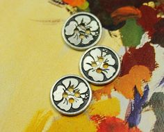 Bauhinia Metal Buttons , Retro Silver Color , 4 Holes , 0.59 inch , 10 pcs on Etsy, $4.50