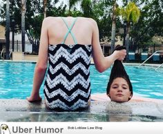 Headless at pool. Just getting hair wet. Awkward Pictures, Popular Now, Funny Sites, Funny Internet Memes, Eminem, Perspective, Tankini, Film, Lady