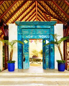 Who wouldn't want to go inside after seeing the entrance to this Dominican Republic home