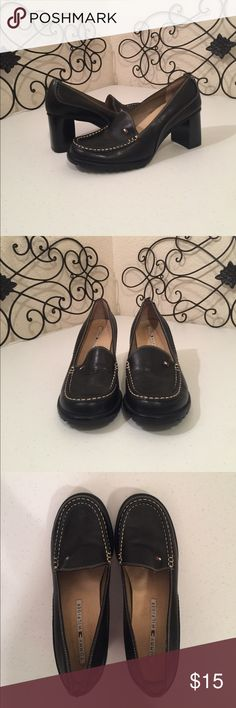 """TOMMY🇫🇷HILFIGER Black Leather Loafers PRICE FIRM. Leather upper, 2.75"""" stacked heel. Top of back left shoe damaged, see photo, pants/jeans should cover. Please check out the rest of my🚪closet!💎 Tommy Hilfiger Shoes Heels"""