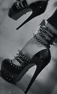 Spikes, heels, stilettos, pumps - for when you're feeling bad ass. Talons Sexy, Red Bottom Shoes, Mode Shoes, Killer Heels, Platform High Heels, Black High Heels, Red High, Mode Style, Women's Pumps