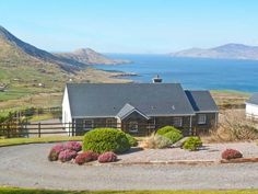 PRICE FROM £343.00 PW SLEEPS 8 BEDROOMS 4 BATHROOMS 3 PET FRIENDLY This detached cottage near Waterville sleeps ten people in four bedrooms.