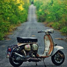 Old Scoot — jorgepaquepaque: Lambretta Lambretta Scooter, Vespa Scooters, Cool Bicycles, Cool Bikes, Scooter Images, Chibi Marvel, Classic Vespa, Motor Scooters, Sidecar