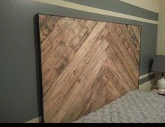 Cozy Pallet Headboard Ideas: Old wooden pallets often come into view in various understanding in household and community decorations. We will show you some spectacular pallet headboard. Herringbone Headboard, Chevron Headboard, Wood Headboard, Diy Headboards, Headboard Ideas, Easy Wood Projects, Diy Pallet Projects, Pallet Ideas, Pallet Furniture