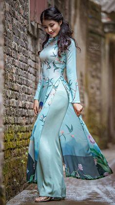 Pretty girl in Vietnamese Salwar/long dress/ao dai Pakistani Dresses, Indian Dresses, Indian Outfits, Vietnamese Clothing, Vietnamese Dress, Mode Hijab, Indian Designer Wear, Beautiful Asian Women, Ao Dai