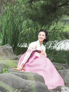 Hanbok (Korean Traditional Dress or Clothes) Korean Traditional Dress, Traditional Dresses, Korean Dress, Korean Outfits, Asian Style, Korean Style, Modern Hanbok, Korean Jewelry, Asian Fashion