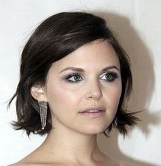 i usually dont care for jennifer goodwins hair styles (her once upon a time storybrooke short pixie cuts emphasizes the sticking-outness of her ears and makes her elfish, but her long enchanted forest tresses make her soft and delicate), but this short bob works for her round face.  maybe consider this length when i go back to short?